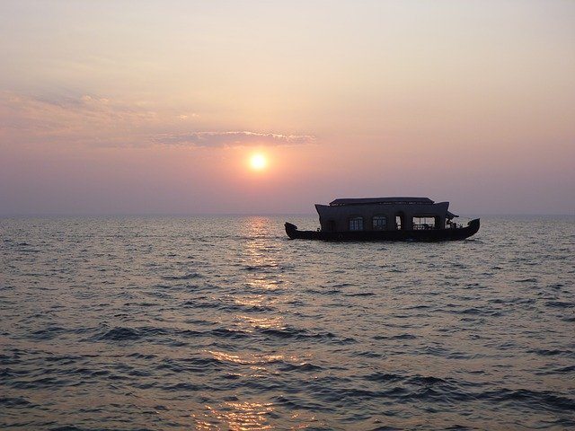 backwaters-alapuzha-kerala
